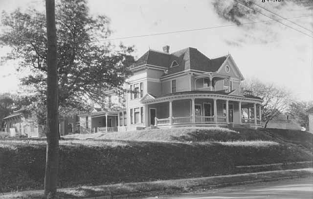 Sauntry Mansion in 1921, Courtesy of Minnesota Historical Society