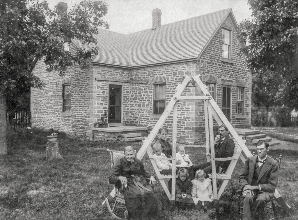 1903 photo of the Schwartz family in front of home